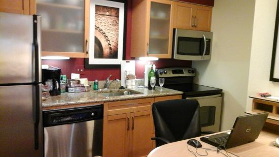 Residence Inn by Marriott Boca Raton: Kitchen