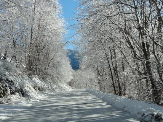 Haute-Garonne, Francia: snowy roads