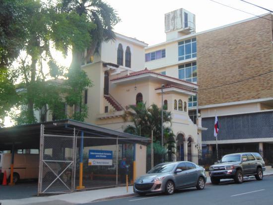 Hotel Marparaiso: Across street