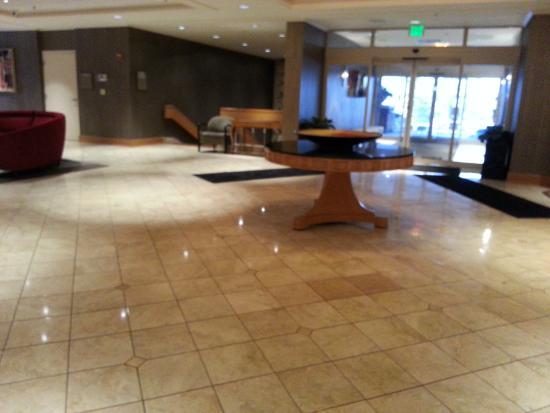 Hilton Akron / Fairlawn: Front Area at Hilton Fairlawn