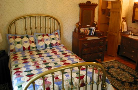 The Hitching Post Bed And Breakfast: The Columbine Room