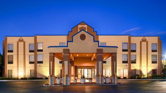 BEST WESTERN Inn Florence: Front view of the hotel as of 2014