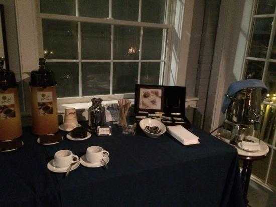 The Breakwater Inn and Spa: Tea and coffee station - Inn building