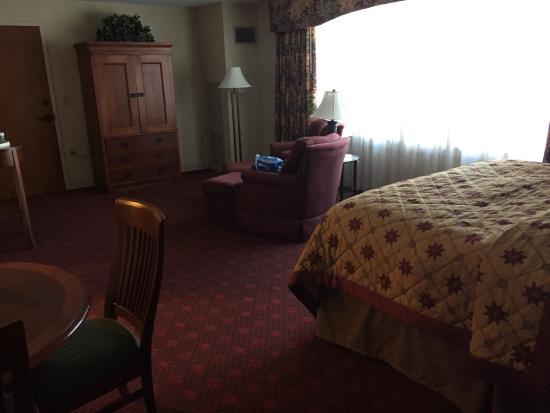 The Inn at Virginia Tech & Skelton Conference Center: Beautiful,spotless room.  #320