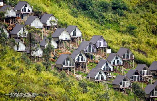 The Waterfall Villas : ENTIRE RESORT FROM THE ROAD