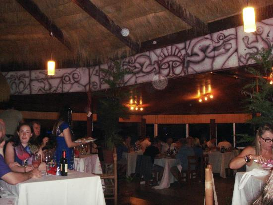 Pea Restobar : Restaurante com decoração típica