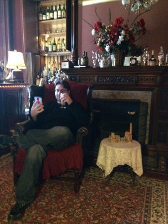 Harry Packer Mansion Inn: My boyfriend enjoying Libations Lounge