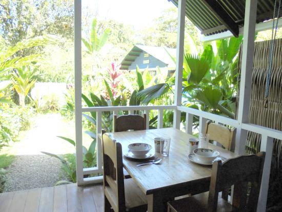 Hotel Casitas Mar Y Luz: Terraza bungalow para 4 personas