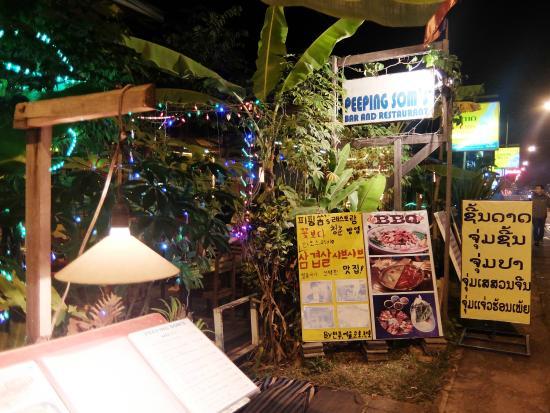 Peeping Som's Bar and Restaurant: outside