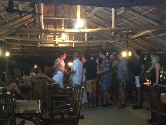 Baan Mai: Un groupe d'amis pour un anniversaire bien sympathique……..