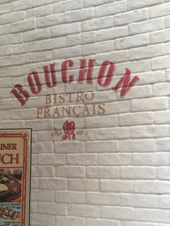 Bouchon Bistro Français : From te street