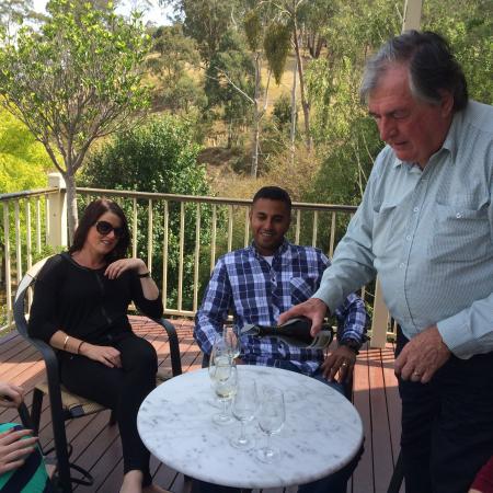 Wild Wombat Winery Tours: Good times!
