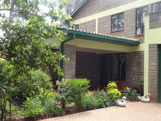 Milimani Backpackers & Safari Centre : Entry to Reception