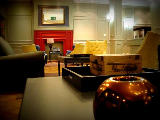 Hotel Devonshire: Piano Bar Reception area