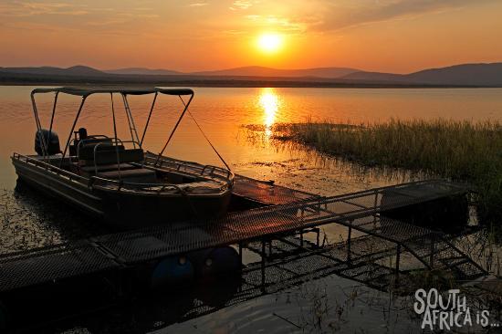 Nkwazi Lake Lodge: Nkwazi Lodge, Jetty Sunset