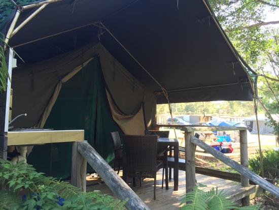 Seven Mile Beach Holiday Park: Safari tent #5