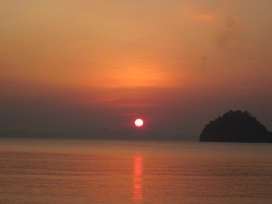 Pakmeng Resort : มุมมองพระอาทิตย์ตกชัดเจน