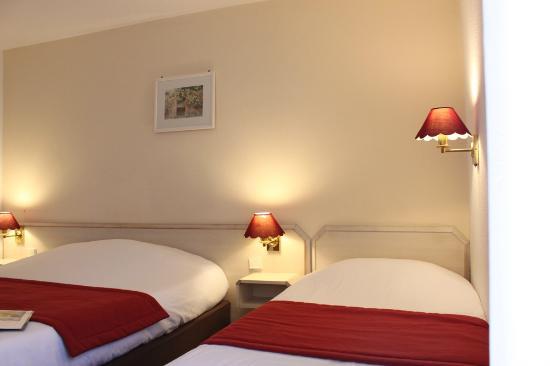 Kyriad vernon st marcel hotel saint marcel france for Prix chambre kyriad