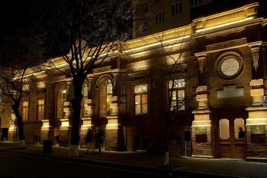 Salon Armenian Restaurant: ''Salon'' Building!