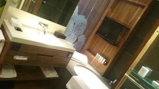 Elizabeth Arthotel: Bathroom