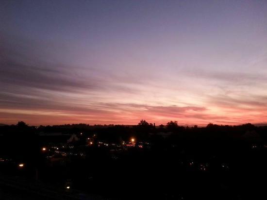 iKhaya Stellenbosch Backpackers: Rooftop Sunset