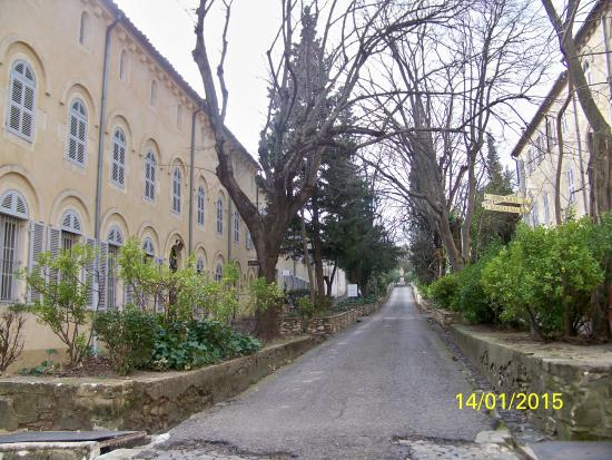 Abbaye Saint-Michel de Frigolet: l''interieur de l'abbaye