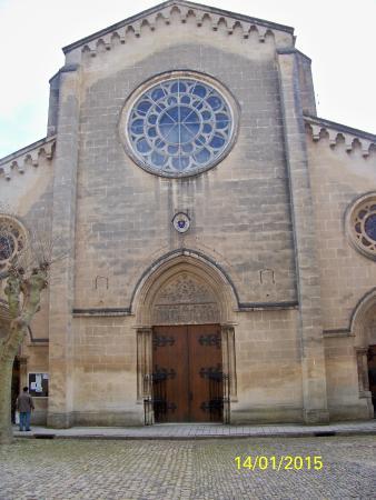 Abbaye Saint-Michel de Frigolet: une des facades
