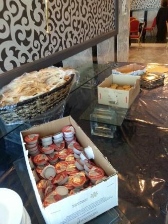 Kenzi Hotel : Bread not replenish and the jams & butter served straight from the box!