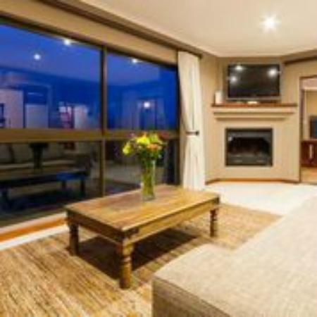 Stonehill River Lodge : 6-sleeper open plan lounge/dining room/kitchen