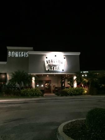 Bonefish Grill: Entrada do restaurante
