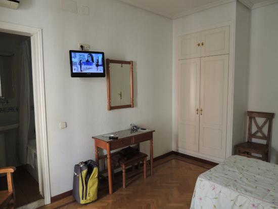 Hostal Triana: chambre spacieuse, rangement