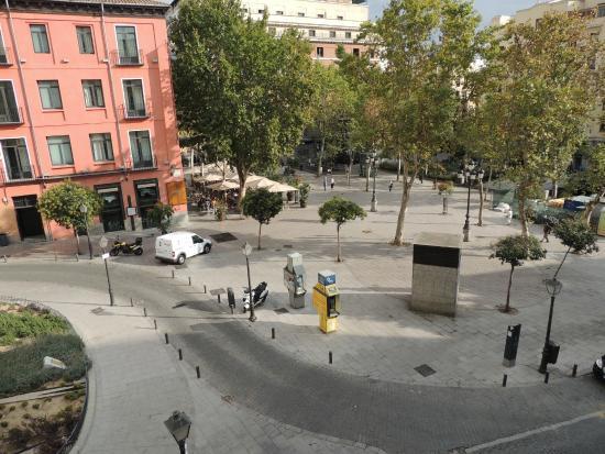 Hostal Triana: vue du balcon sur la place Carmen.