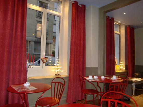 Perreyve Hotel : sala colazione e salottino relax