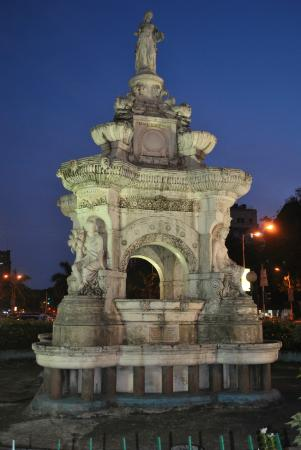 Flora Fountain: the fountain by night