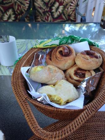 Maui Homestay B&B : Fresh-baked!