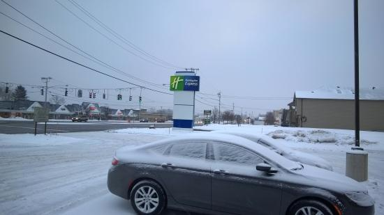Holiday Inn Express Rochester - Greece: Snowy Holiday Inn