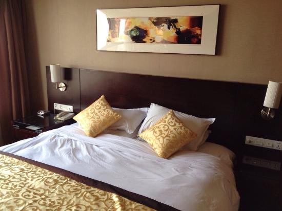 Green Land Jiulong Hotel , Shanghai: Bed