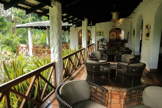 Pinewood Beach Resort & Spa: Lounge bar