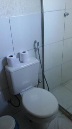 Pousada Alforria: Banheiro do quarto duplo.