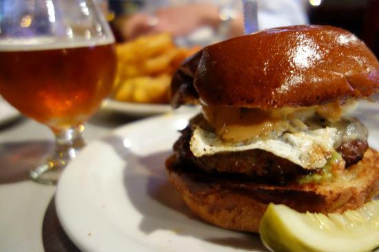 Slater's 50/50 : burger 1