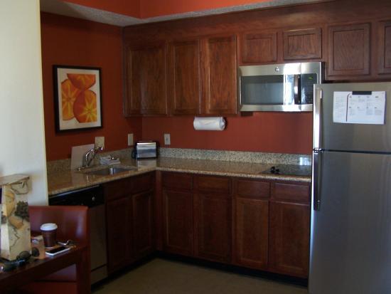 Residence Inn Charlotte SouthPark : Kitchen area!