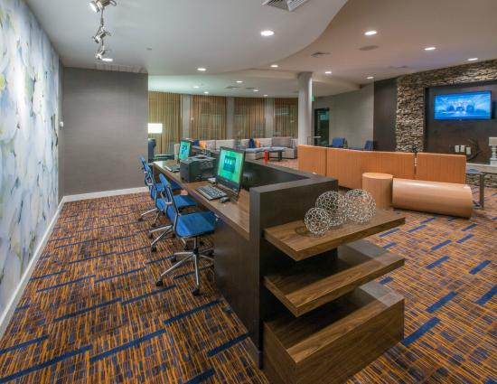Albany Courtyard by Marriott: Business Center