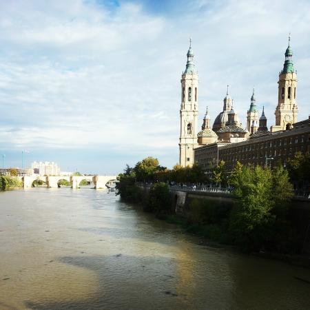 El Ebro: El Rio Ebro y la Iglesia de la Nuestra Senora del Pilar