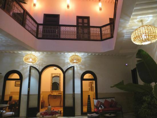 Riad Ghemza: Patio bei Nacht