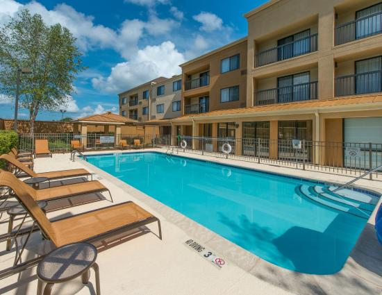 Albany Courtyard by Marriott: Outdoor Pool