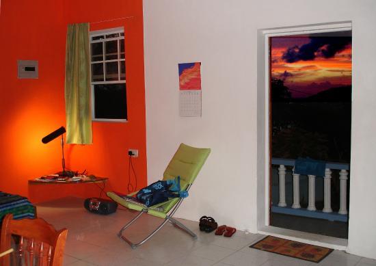 Rainbow Castle Guesthouse: Apt.1 Bequia dusk