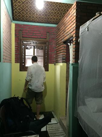 Dewi Homestay: The room