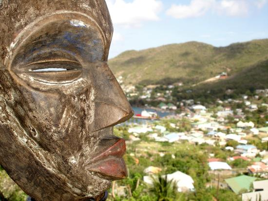 Rainbow Castle Guesthouse: Mama Africa in Bequia