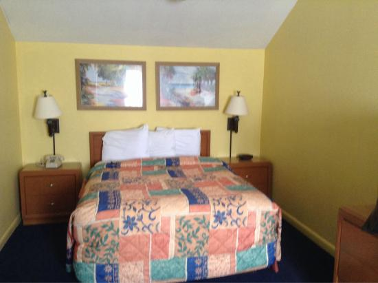 Key West Inn - Key Largo: Queen bed