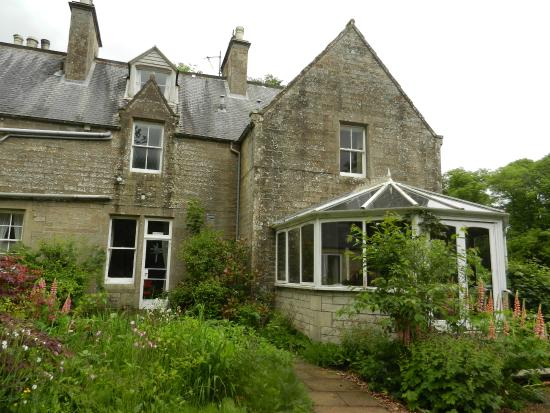 Whitchester Christian Guest House & Retreat: View from the side, conservatory.